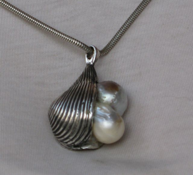 shell-with-pearl-3